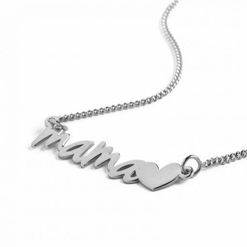"""Colgante Mamá Corazón Plata. Collar de plata de ley de fina cadenita con colgante """"Mamá"""" y un pequeño corazón. Regalo día de la madre."""