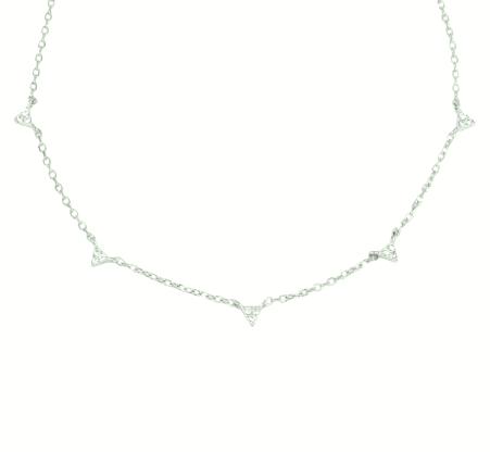 Triangulito Plata es un delicado collar de plata con varios colgantes de mini cuernos repletos de diamantitos.