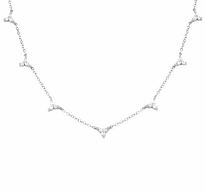 Florecita Plata es un delicado collar de plata con varios colgantes de mini flores repletas de diamantitos.