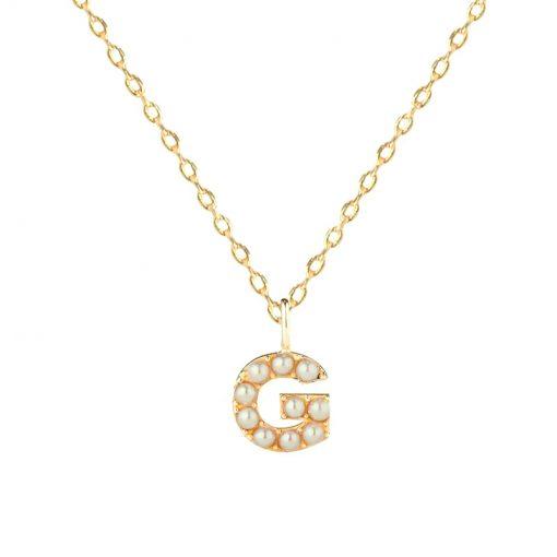 Colgante Inicial Perlas. Collar dorado de cadena con colgante de letra inicial en dorado con pequeñas perlas. Colgantes de letras e iniciales.