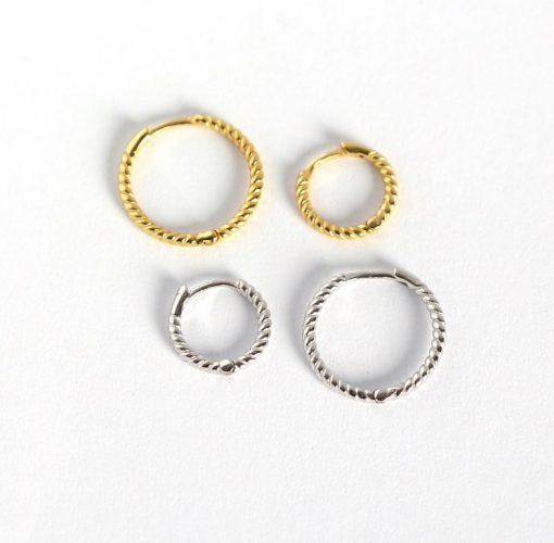 Pendientes Lulú Plata. Elegantísimos pendientes de aro gallonados dorados plateados. Hechos en plata chapada en oro y en varios tamaños.