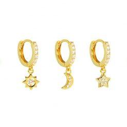 Pendientes de oro Sol Luna y Estrella Oro. Juego de tres pendientes de aro con charm de estrella, luna y sol, todo con pavé de diamantes.