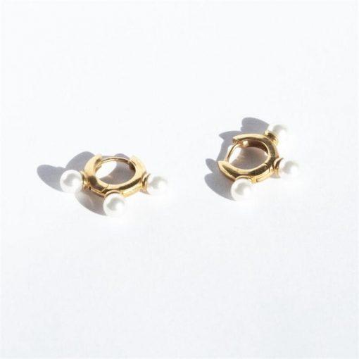 Pendientes Aro Tres Perlas Oro. Aros dorados con tres perlas en plata de ley 925 chapada en oro 18 k con tres perlas.