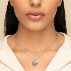 Colgante Corazón Plata Péndulo. Colgante corazón oro 18 k. Fina cadena dorada con colgante charm en forma de corazón labrado.