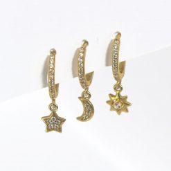 Pendientes de oro Sol Luna y Estrella Oro. Juego de tres pendientes de aro con charm de estrella, luna y sol, todo con pavé de circonitas.